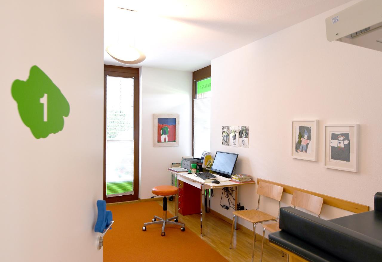 Bildergalerie Praxis (nicht löschen) - Behandlungszimmer Praxis Dr. Hofmeister